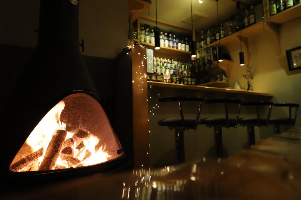 バーにある暖炉